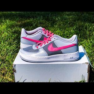 Nike Air Force 1 • sz 7Y = Women's sz 8.5